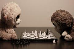 Scimmie che giocano scacchi Fotografia Stock Libera da Diritti