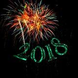 Scintilla verde del buon anno 2018 dei fuochi d'artificio immagine stock libera da diritti