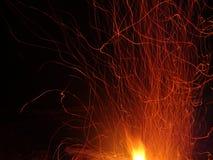 Scintille e fiamma volanti del fuoco Immagine Stock Libera da Diritti