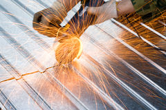 Scintille per il taglio di metalli Fotografia Stock