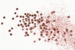 Scintillement d'or de Rose et étoiles éclatantes sur le fond gris-clair images stock