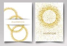 Scintillio dell'oro del modello dell'invito sotto forma dei cerchi su un fondo bianco Fotografia Stock