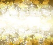 Scintillio dell'oro su una priorità bassa scura Immagini Stock