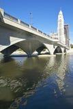 Scioto flod- och Columbus Ohio horisont i höst Fotografering för Bildbyråer