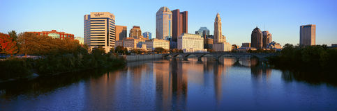 Scioto River and Columbus Ohio skyline, with setting sunlight Royalty Free Stock Photos