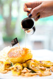 Sciroppo del miele del pancake Immagini Stock Libere da Diritti