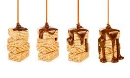 Sciroppo di Hocolate sull'biscotti Immagine Stock Libera da Diritti