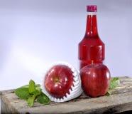 Sciroppo rosso di rosso e della mela Immagini Stock