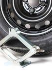 Scissor Джек или Lifter и автошина автомобиля Стоковая Фотография RF