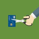 Scissor den bitande kreditkorten för handen med Arkivfoton