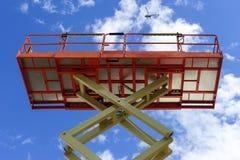 Scissor a plataforma do elevador imagens de stock
