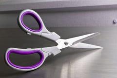scissors стальная таблица Стоковые Фотографии RF