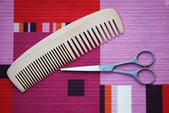 Scissors and comb Royalty Free Stock Photography