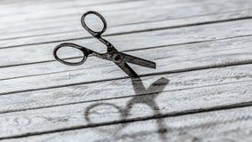 Scissors festes in der Wand Lizenzfreies Stockbild