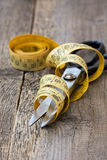 Scissors and measuring tape Royalty Free Stock Photos