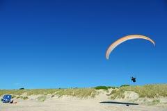 Scivolando sopra la spiaggia Immagini Stock