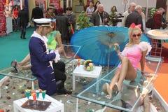 Meisje en jongen op strand Royalty-vrije Stock Foto