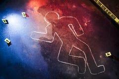 Scène du crime fraîche avec la bande jaune la nuit Photos stock