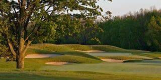 Scène idyllique de trou de terrain de golf Photo libre de droits