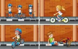 Scènes met jonge geitjes op fiets Stock Afbeeldingen