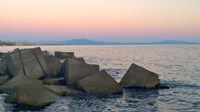 Scogli al tramonto. Paesaggio di mare al tramonto con vista della costa cilentana royalty free stock image