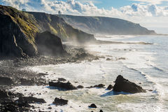 Scogliera in Cornovaglia del nord vicino a Morwenstow fotografia stock libera da diritti
