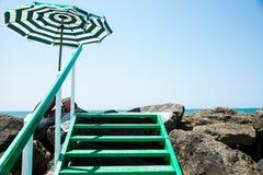 Scogliera del mare di estate Fotografia Stock