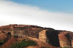 Scogliera della montagna del paesaggio colorato marrone-rosso di agricoltura del suolo del cinese Fotografia Stock Libera da Diritti