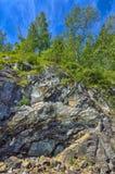 Scogliera nelle montagne di Altai, Russia - landscap del calcare di estate Fotografia Stock