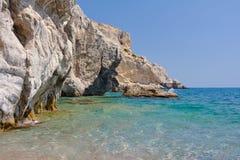 Scogliera rocciosa al bordo del mar Mediterraneo Fotografia Stock Libera da Diritti