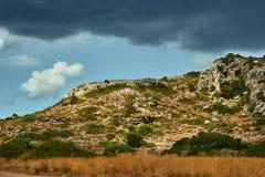 Scogliera rocciosa sull'isola fotografia stock libera da diritti