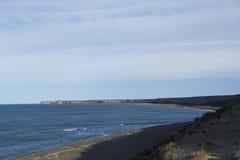 Scogliera sulla costa patagonian Fotografie Stock Libere da Diritti