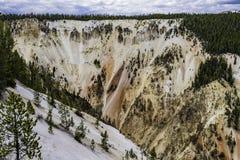 Scogliera variopinta della montagna al parco nazionale di Yellowstone Fotografie Stock Libere da Diritti