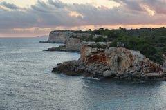 Scogliere al tramonto dal ` Almunia, Maiorca di Cala s Fotografia Stock Libera da Diritti