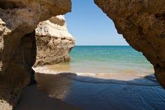 Scogliere del Algarve nel Portogallo Fotografie Stock Libere da Diritti