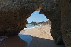 Scogliere del Algarve nel Portogallo Fotografia Stock