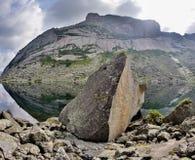 Scogliere dell'alta montagna nel parco nazionale di Ergaki, Russia Immagini Stock Libere da Diritti