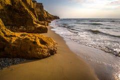 Scogliere dell'argilla sulla costa Fotografie Stock Libere da Diritti