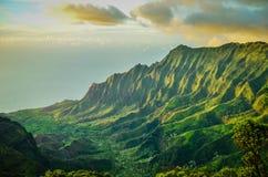 Scogliere di pali del Na, Kauai, isole hawaiane Immagine Stock