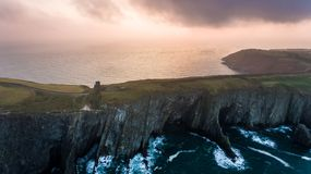 Scogliere e castello Vecchia testa di Kinsale Sughero della contea l'irlanda fotografia stock