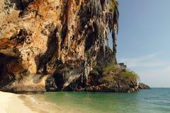 Scogliere e caverna di Phranang Fotografie Stock