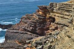 Scogliere e non conformità geologiche a Costa Vicentina Natural Park, Portogallo sudoccidentale fotografia stock libera da diritti