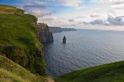Scogliere irlandesi famose di tramonto della sera tarda di moher Fotografia Stock Libera da Diritti