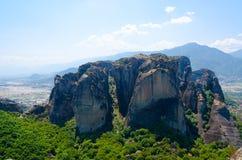 Scogliere maestose in valle della Tessaglia, Meteora, Grecia Immagini Stock Libere da Diritti