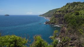 Scogliere, mare ed onde di vista sul mare a Bali, Indonesia fotografia stock