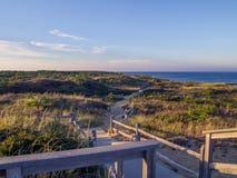 Scogliere nazionali della spiaggia di Cape Cod a Goldenhour immagine stock