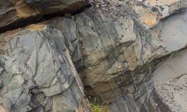 Scogliere rocciose sulla costa del mare di Barents lungo il Varanger Immagine Stock Libera da Diritti
