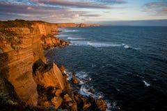 Scogliere rotte al tramonto Fotografia Stock Libera da Diritti