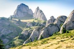 Scogliere spettacolari della cima della montagna Immagine Stock