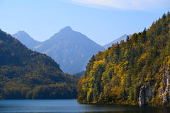 Scogliere su Alpsee in Baviera Immagini Stock Libere da Diritti